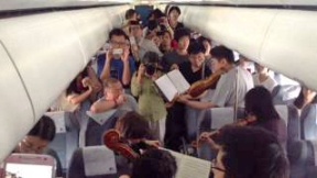 Click to watch video of Philadelphia Orchestra pop-up concert on airplane.